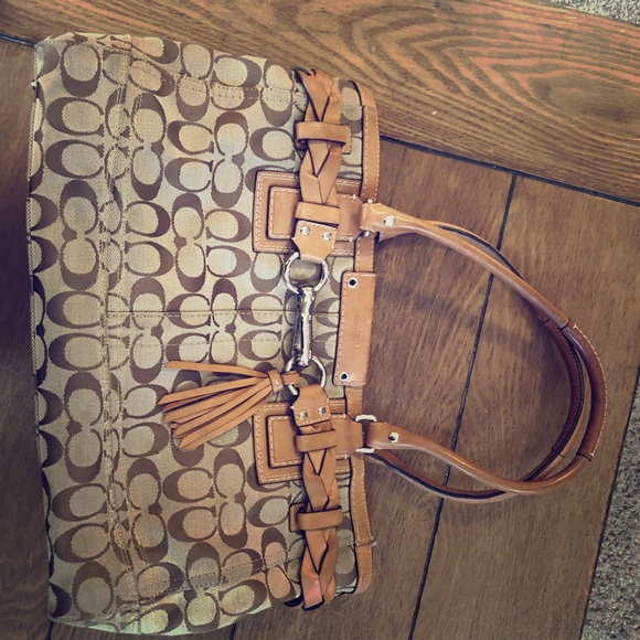 Coach Handbags - Coach bag tan with cute buckle